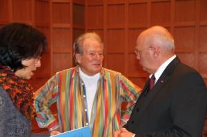 Sir Neville Marriner mit Chordirektorin Marieddy Rossetto und dem Vorsitzenden Manfred Hill