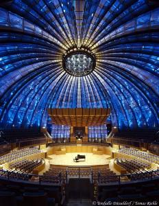 Tonhalle Düsseldorf: Neueröffnung am 4. November 2005. Grandiose Optik ge- paart mit herrlicher Akustik im ehemals größten Planetarium der Welt. Sicher einer der ungewöhnlichsten und inter- essantesten Konzertsäle Europas.