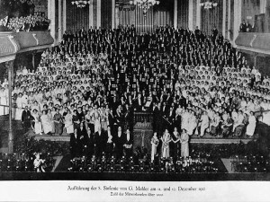 Düsseldorf: Alte Tonhalle - Kaisersaal Mahler: 8. Symphonie im Jahre 1912 Mit nahezu 1.000 Mitwirkenden