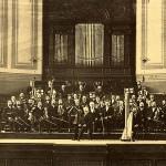 Die Düsseldorfer Symphoniker unter Robert Zerbe um die Jahrhundertwende in der alten Tonhalle.