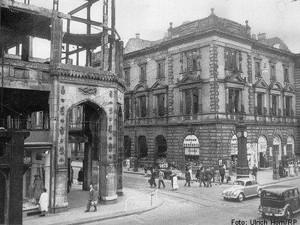 Vorderseite der zerstörten Tonhalle Düsseldorf