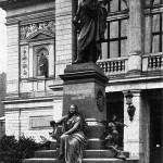 Das Mendelssohn Denkmal in Leipzig an seinem ursprünglichen Standort vor der Zerstörung.