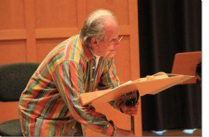 Sir Neville Marriner bei der Klavierprobe