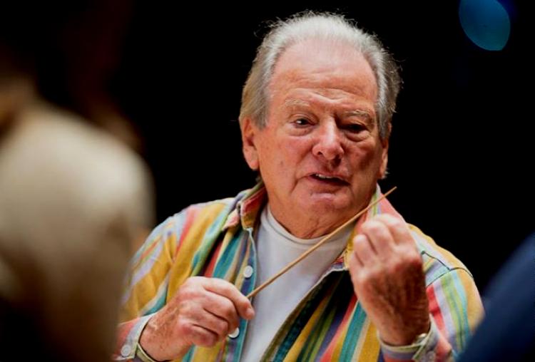 Sir Neville Marriner bei Proben mit dem Chor des Städtischen Musikvereins zu Düsseldorf