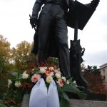 Mendelssohn Denkmal mit Blumengesteck des Musikvereins für seinen ehemaligen Musikdirektor