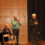 Frau Kaufmann, Manfred Hill, Reinhard Kaufmann (v.l.n.r.) erleben lange stehende Ovationen für den verehrten Korrepetitor.