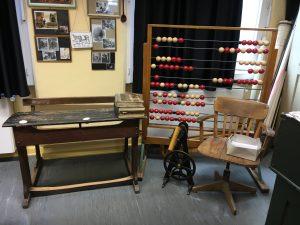 Die Strafbank im historischen Klassenzimmer