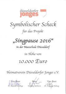 Symbolischer Scheck zur Spende der Düsseldorfer Jonges im Jahre 2016