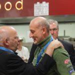 Manfred Hill mit Stabshauptmann Ernst, dem Verantwortlichen des Veranstalters.
