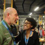 Lorelei Walwyn mit Stabshauptmann Ernst, dem Verantwortlichen des Veranstalters und Manfred Hill.