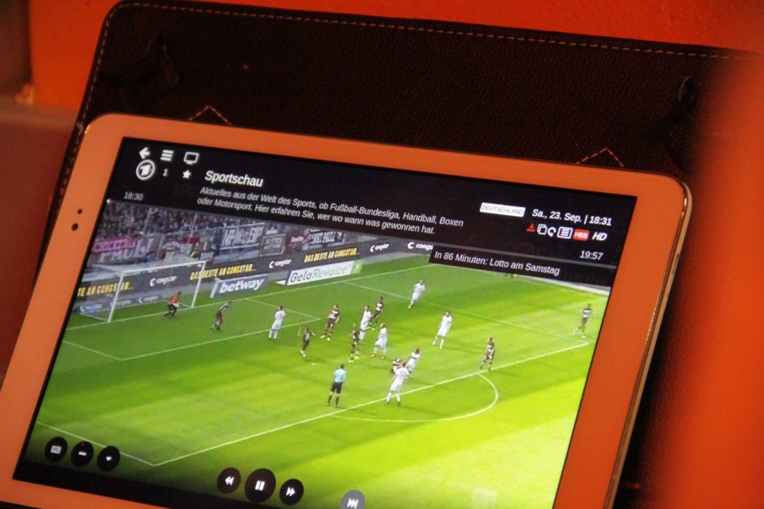 Siegreiche Fortuna Düsseldorf gab es in der Pause an diesem 22.9. auf dem Tablet von Hermann Oehmen zu sehen.