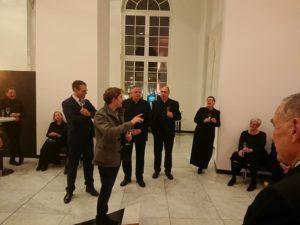 Dirigent Clemens Schuldt bei seiner Dankesrede an Chor und Veranstalter