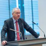Dr. Michael Meier, Vorstandsmitglied der Stadtsparkasse Düsseldorf begrüßt als Hausherr die Gäste © Thomas von der Heiden, Düsseldorf
