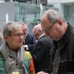 Christel Paschke-Sander, Vorsitzende des Chorverbandes Düsseldorf, im Gespräch mit Peter Kraus aus dem Musikvereinsvorstand.