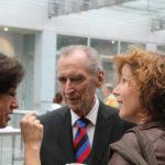 Dr. Jannott im Gespräch mit Marieddy Rossetto und Ricarda Holtkamp, Singleiterin