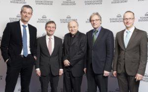 Oberbürgermeister Thomas Geisel stellt den neuen Chief-Conductor Adam Fischer, zusammen mit Kulturdezernent Hans-Georg Lohe und Michael Becker der Presse vor.