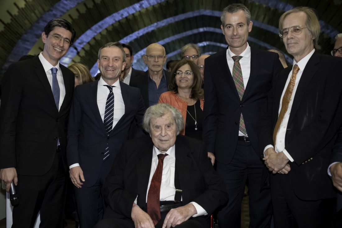 Mikis Theodorakis mit Oberbürgermeister Thomas Geisel und Tonhallenintendant Michael Becker