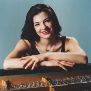 Nadja Bulatovic, Pianistin