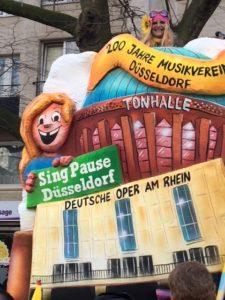 Rosenmontagswagen 2018 - 200 Jahre Musikverein mit Helma Wassenhoven