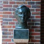 Büste von Felix Mendelssohn Bartholdy vor dem Haupteingang der Tonhalle Düsseldorf. Spende der Düsseldorfer Jonges zum 70. Jubiläum im Jahre 1973.