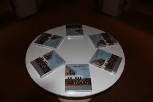 """Das Buch """"MusikVereint"""" des Redaktionsteams Lauer, Gelf, Kasprowicz, Möller, Koch."""