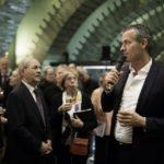 Intendant Michael Becker eröffnet die Feier für Chor, Orchester und Gäste nach dem Konzert.