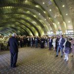 Musikvereinsvorsitzender Manfred Hill begrüßt die Ehrengäste des Festaktes.