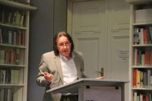 Der stellvertretende Direktor des HHI, Herr Heinrich Heil, begrüßt mit launigen Worte die zahlreichen Gäste.