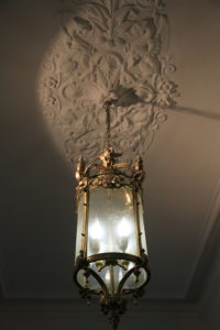 Die schöne Leuchte im Einang des Heinrich-Heine-Instituts.