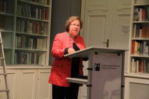 Prof. Dr. Ute Büchte-Römer bei ihrer Lesung