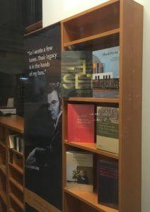 """Das Festbuch des Musikvereins zum 200. Jubiläum, """"MusikVereint"""", wird auch im hochangesehenen Musikhaus Doblinger in Wien angeboten. Das Bild verdanken wir dem Fotografen Klaus Seitz, der mit Udo Kasprowicz -einem der Autoren des Buches- befreundet ist und dieses dokumentarische Foto mitbrachte."""