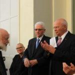 Burgmüller-Tafel: Manfred Hill und Dr. Edmund Spohr begrüßen den Künstler Ulrich Grenzheuser.
