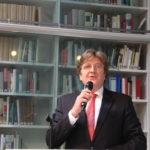 Burgmüller-Plakette: Der Präsident der AGD, Herr Bernhard von Kries, begüßt die zahlreich erschienen Gäste.