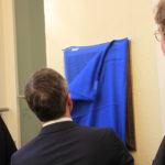 Burgmüller-Tafel: Obeerbürgermeister Thomas Geisel schreitet zur Enthüllung