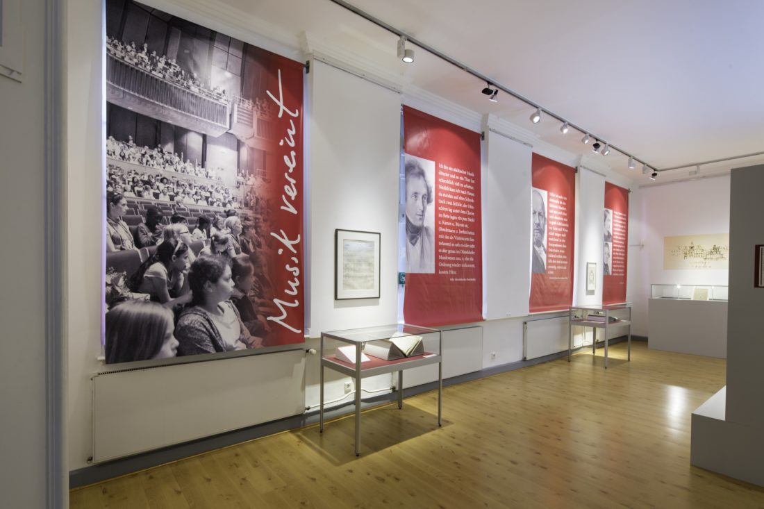 """Ausstellung """"MusikVereint"""" im Heinrich-Heine-Institut"""
