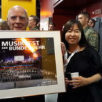 Musikvereinssängerin Takako Okano mit Manfred Hill und dem Gesamtbild vom Musikfest