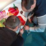 Sebastian Hill und Christoph Hill bei den Aufbauarbeiten in der Tonhalle am Morgen des Festtages