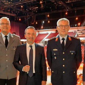 Musikfest der Bundeswehr: Johannes B. Kerner, Oberst Lieder, Oberbürgermeister Thomas Geisel, General Weidhüner, Stabshauptmann Ernst (v.l.n.r.)