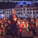 """Prinzenkürung 2019: 15.11.2019 Stadthalle Düsseldorf. 300 SingPause-Kinder aus drei Grundschulen eröffnen die Prinzenkürung getreu dem Sessionsmotto 2020 """"Unser Rad schlägt um die Welt"""" (Bild: report-D)"""