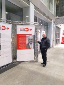 Kassenhalle der Stadtsparkasse Düsseldorf: Werbung für die wunderbare Aktion der Bürgerstiftung mit dem Musikvereinsvorsitzendem Manfred Hill als Pate für das Ehrenamt. Simone Bagel-Trah ist Patin für die Wirtschaft, Timo Boll ist Pate für Sport und Christian Ehring Pate für Kultur.